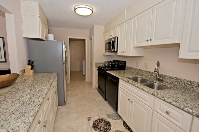 41-Deer-Run-Lane---Kitchen-7488-big.jpg