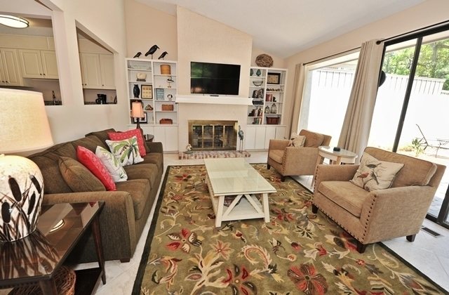 41-Deer-Run-Lane---Living-Room.-7486-big.jpg