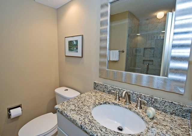 41-Deer-Run-Lane---Twin-Bathroom-7495-big.jpg