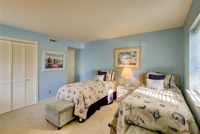 425-Plantation-Club----Twin-Bedroom-14734-big.jpg