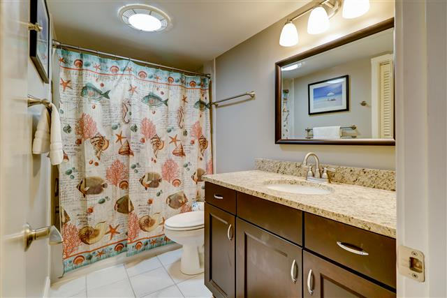425-Plantation-Club---Twin-Bathroom-14735-big.jpg