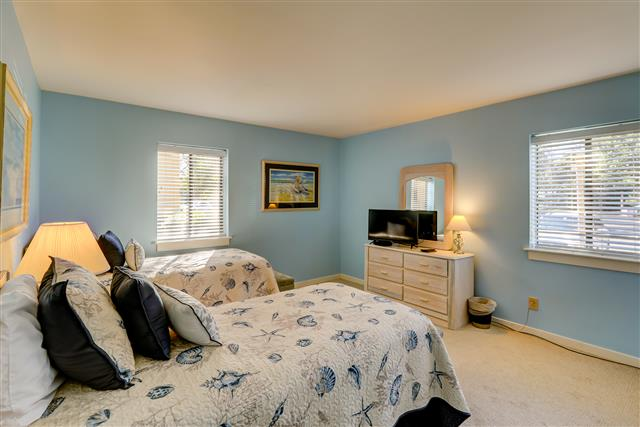 425-Plantation-Club---Twin-Bedroom-14733-big.jpg