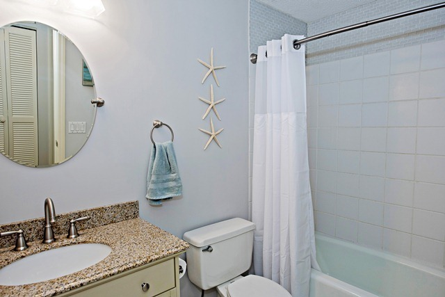 47-Woodbine-Place---Bathroom-Double-8912-big.jpg
