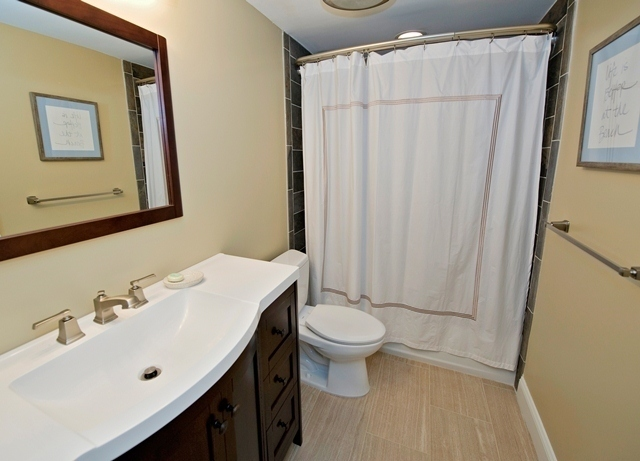 481-Plantation-Club---Two-Doubles-Bathroom-8452-big.jpg