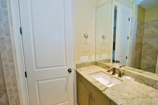 49-Deer-Run-Lane-Queen-guest-bathroom-7915-big.jpg