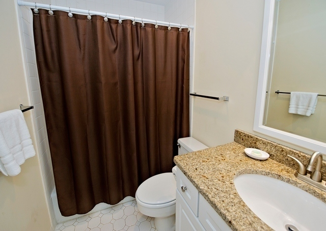 498-Plantation-Club---Queen-Bathroom-8787-big.jpg