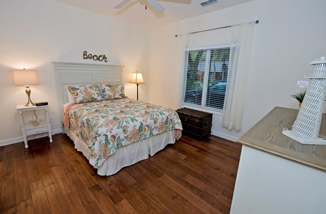 5-Cannon-Row----Queen-Bedroom-8265-big.jpg