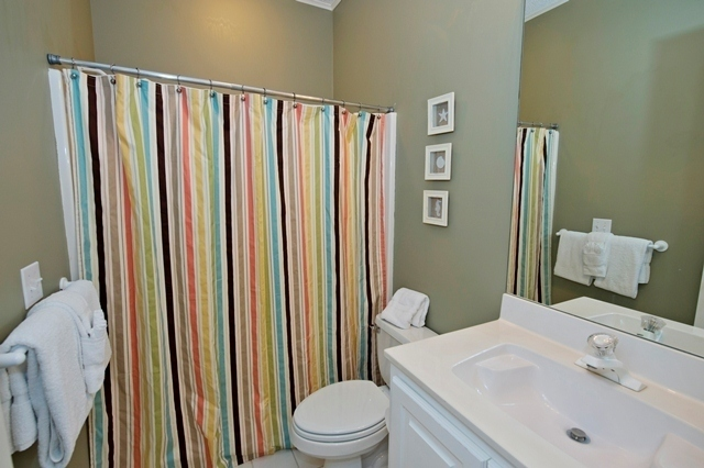 5-Cannon-Row---Queen-Bathroom-8267-big.jpg