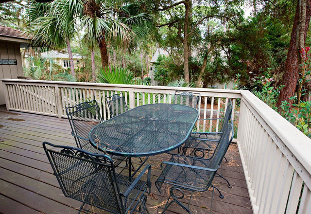5-Snowy-Egret---Deck-Dining-Area-8879-big.jpg