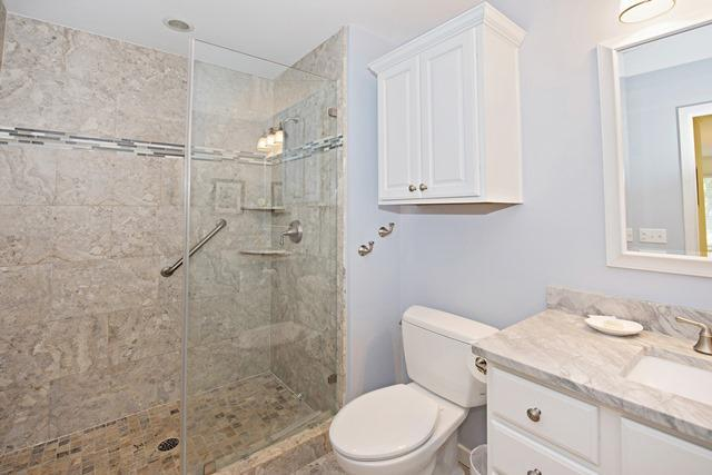 5-Turtle-Lane---Master-Bathroom-11145-big.jpg