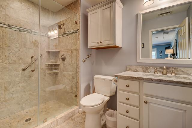 5-Turtle-Lane--Master-Bathroom-12770-big.JPG