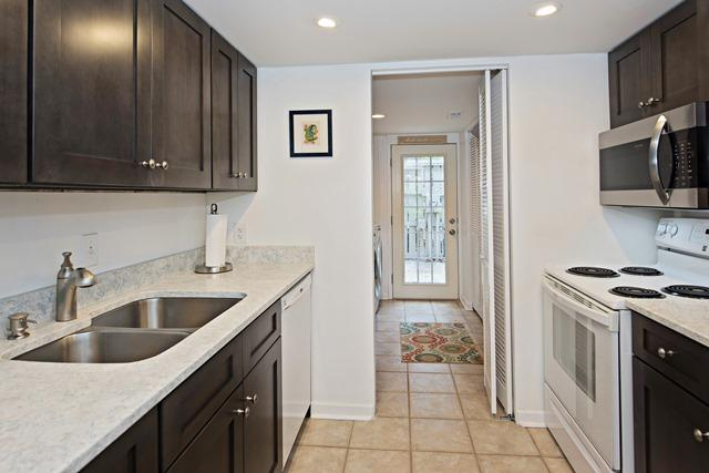 50-Woodbine-Villa---Kitchen-11896-big.jpg