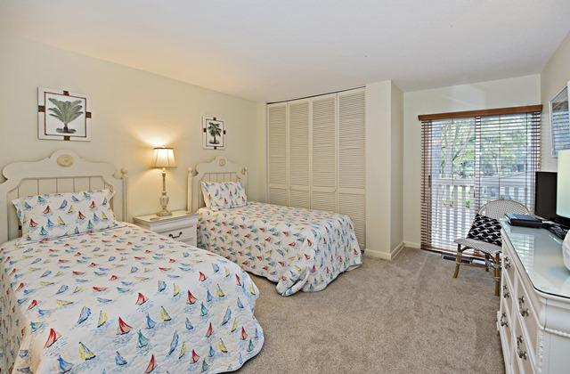 50-Woodbine-Villa---Twin-Bedroom-11901-big.jpg