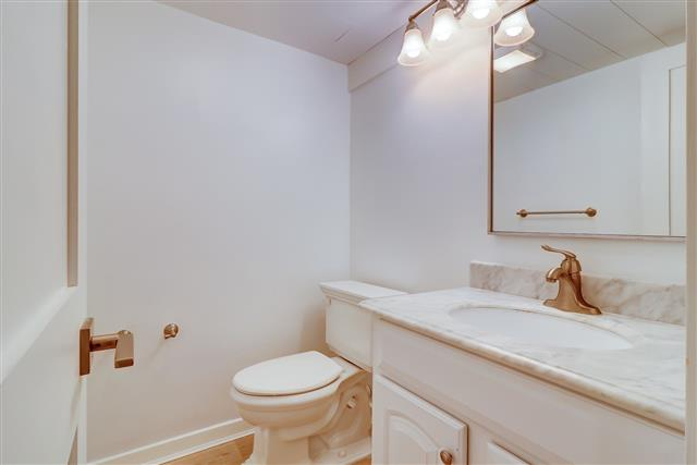 506-Plantation-Club---1st-Fl-Half-Bathroom-15953-big.jpg