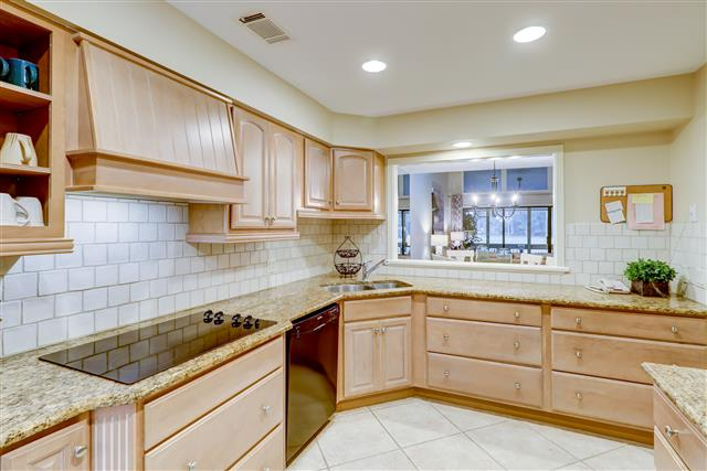 552-Ocean-Course--Kitchen-15152-big.jpg
