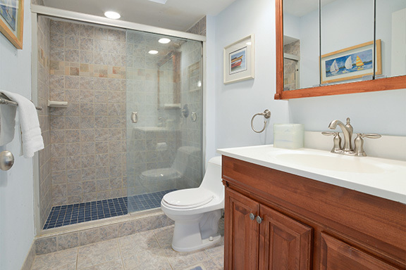 6-Windjammer-Court---Master-Bathroom-8117-big.jpg