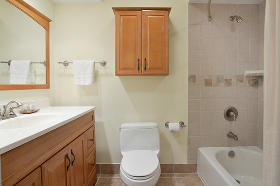 6-Windjammer-Court--Twin-Bathroom-8120-big.jpg