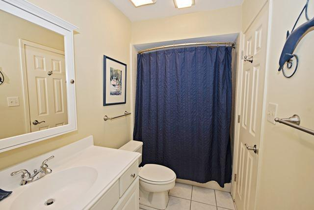 6966-Fairway-One---Double-Bathroom-10750-big.jpg