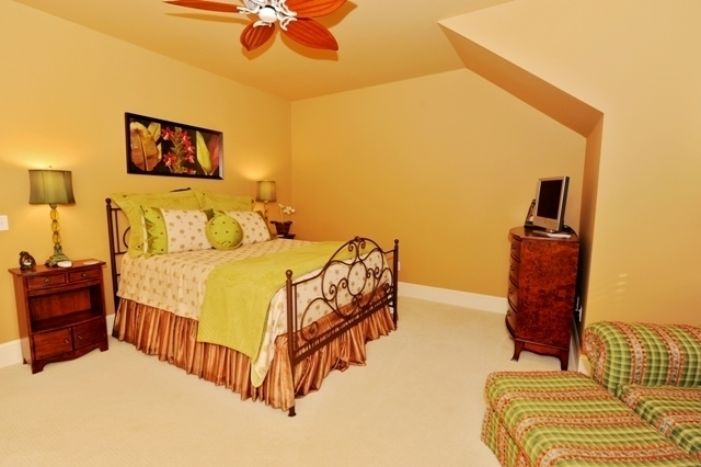 7-Painted-Bunting-Queen-Bedroom-2875-big.jpg