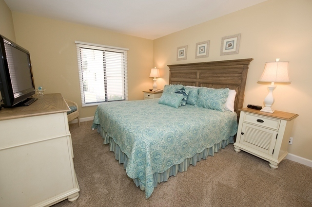 798-Clipper-Court---King-Bedroom-5529-big.jpg