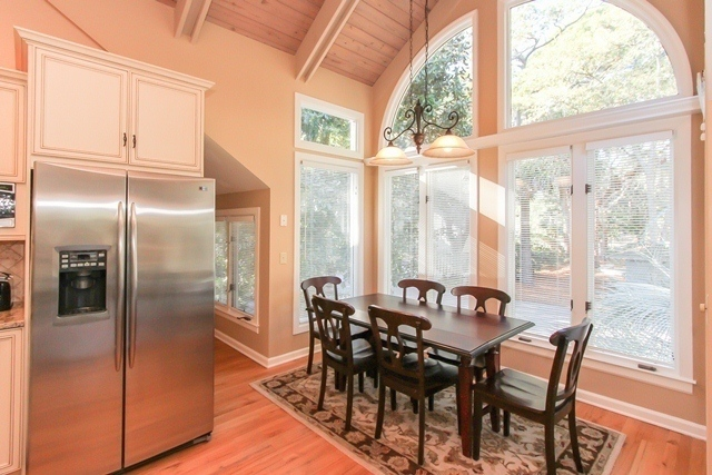 8 black skimmer vacation rental home the sea pines for Dining room off kitchen