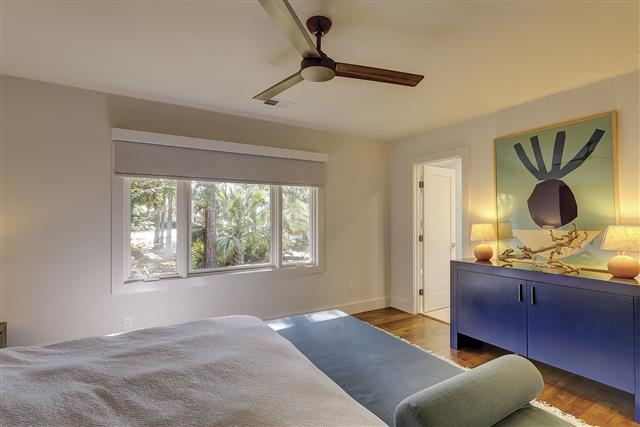 8-Gull-Point-Road----Master-Bedroom-16644-big.JPG