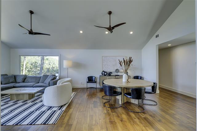 8-Gull-Point-Road---Living-Room-and-Dining-Room-Area---Open-Space-16636-big.JPG