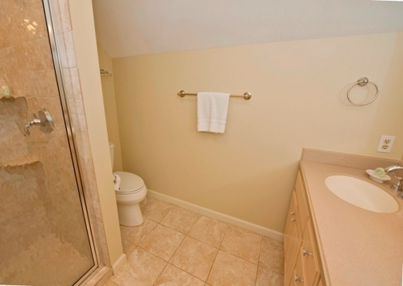 8-Wood-Ibis---Twin-Guest-Bathroom-6525-big.jpg