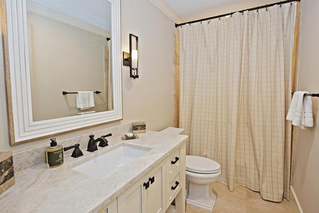 800-Clipper-Court---King-Bathroom-10716-big.jpg