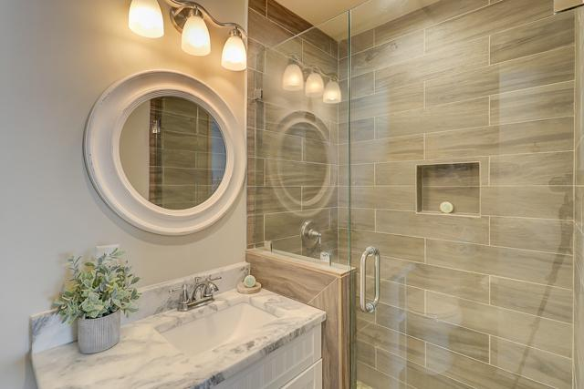 829-Ketch-Court-Master-Bathroom-13101-big.JPG
