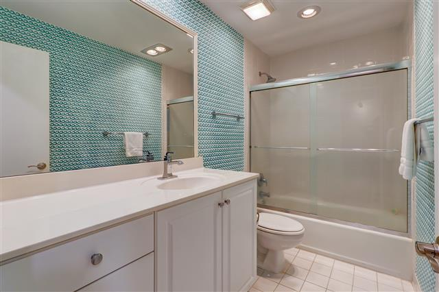 830-Ketch-Court---Master-Bathroom-14416-big.jpg
