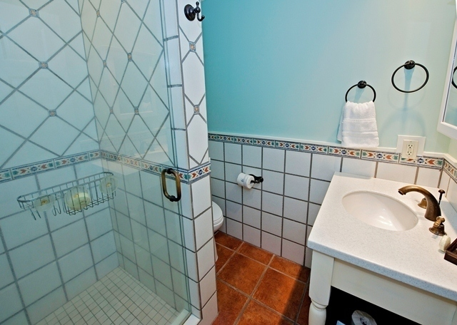 848-Ketch-Court---Swing-King-Bathroom-8862-big.jpg