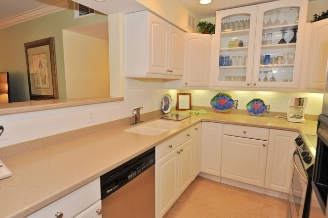 865_Ketch_Court_Kitchen_2865k04_big.jpg