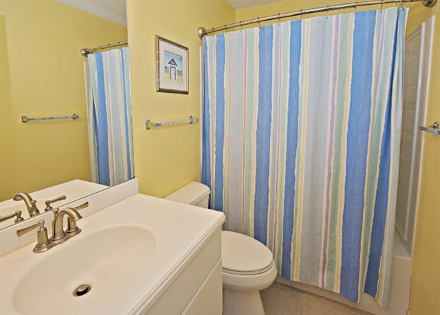 880-Ketch-Court---Twin-Bathroom-9738-big.jpg