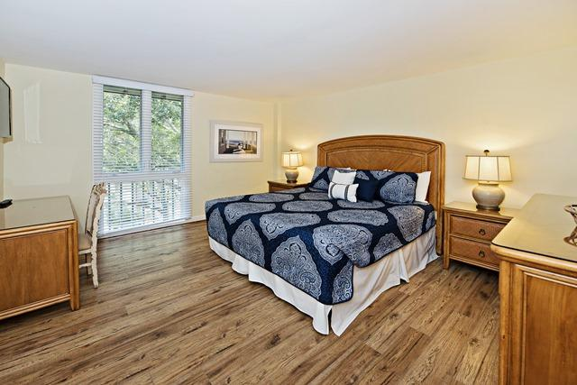 888-Ketch-Court--Master--Bedroom-623-big.jpg
