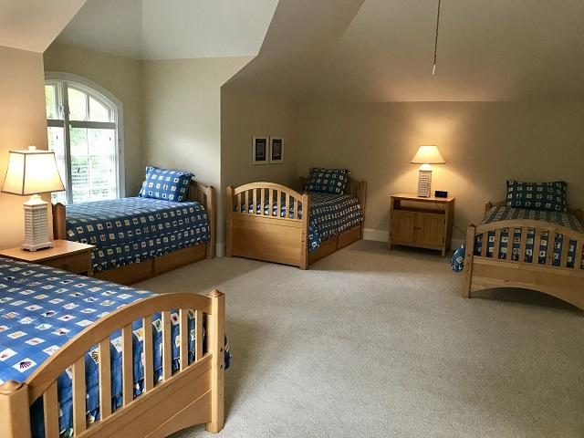 9-Duck-Hawk---4-Twin-and-2-Trundle-Beds-13411-big.jpg