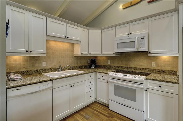 9-Laughing-Gull-Kitchen-17396-big.JPG