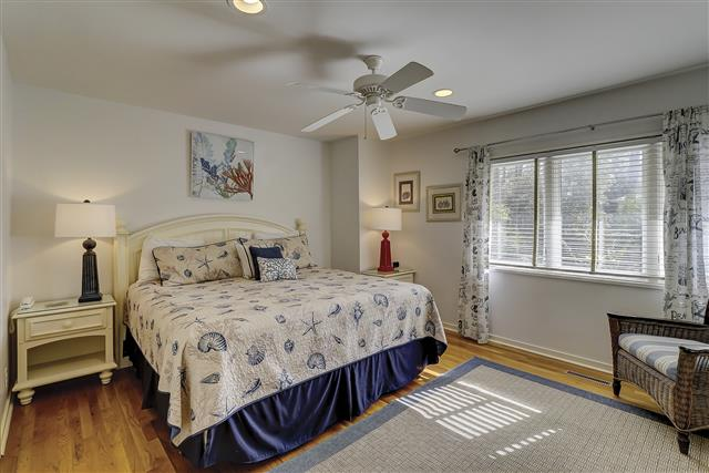 9-Laughing-Gull-Master-Bedroom-17398-big.JPG