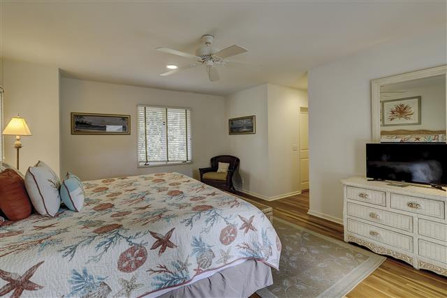 9-Laughing-Gull-Master-Bedroom-17401-big.JPG