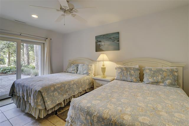 9-Laughing-Gull-Queen-2-Bedroom-17406-big.JPG