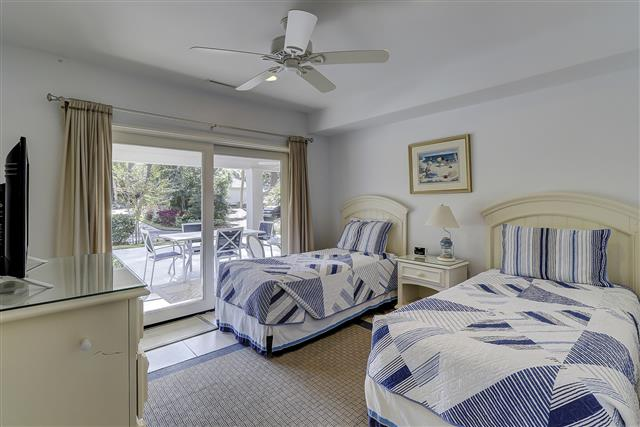 9-Laughing-Gull-Twin-Bedroom-17409-big.JPG