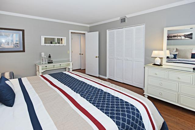909-Cutter-Court---Master-Bedroom-4336-big.jpg
