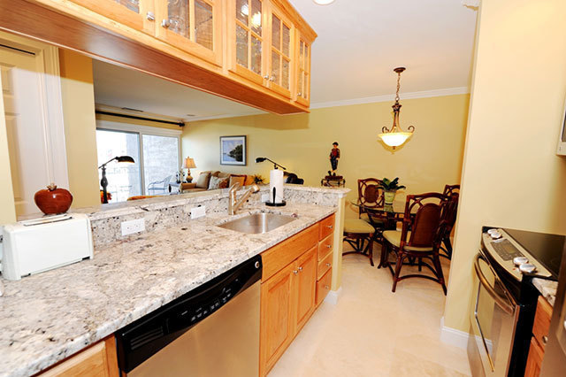 943_Cutter_Court_Kitchen943c7_big.jpg
