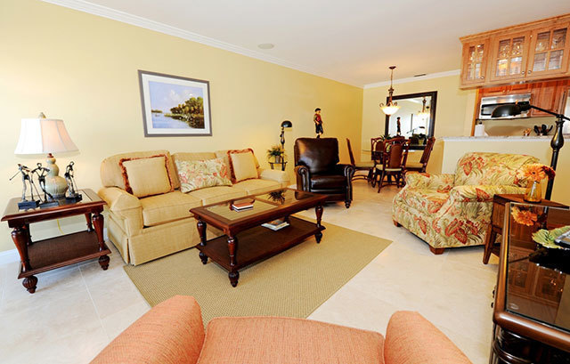 943_Cutter_Court_Living_Room943c5_big.jpg
