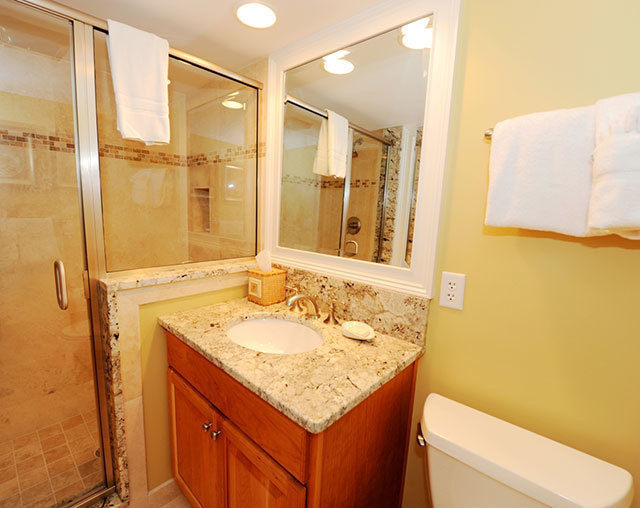 943_Cutter_Court_Master_Bathroom943c4_big.jpg