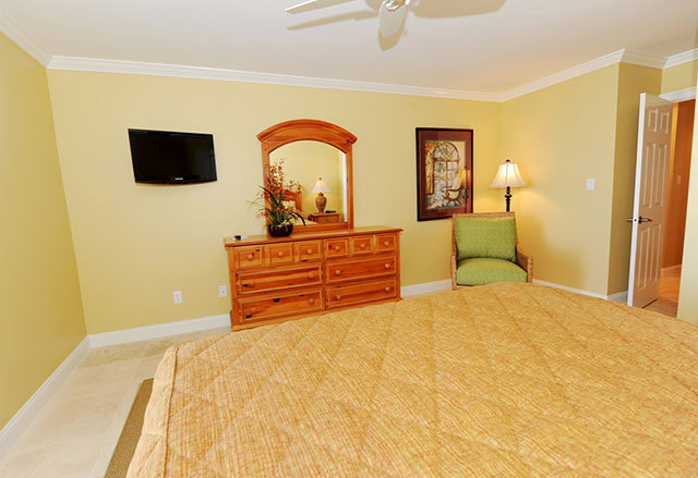 943_Cutter_Court_Master_Bedroom_2943c3_big.jpg