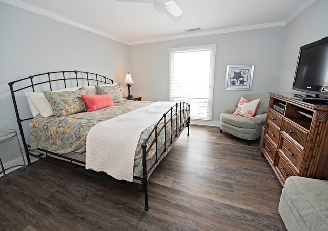 951-Cutter-Court---Master-Bedroom-9064-big.jpg