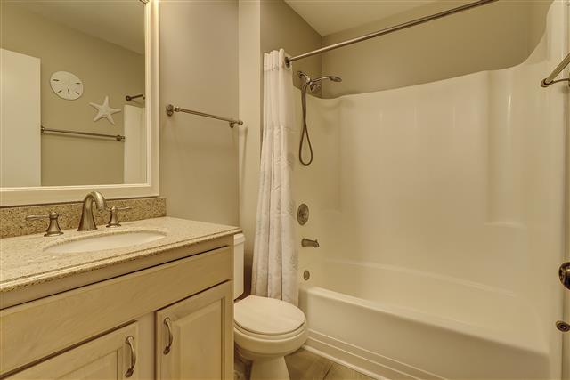 967-Cutter-Court---Double-Bathroom-17461-big.JPG