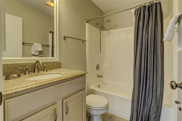967-Cutter-Court---Master-Bathroom-17458-big.JPG