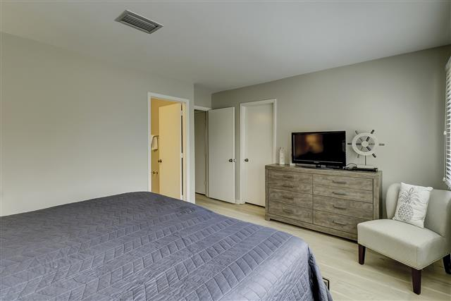 967-Cutter-Court---Master-Bedroom-17457-big.JPG